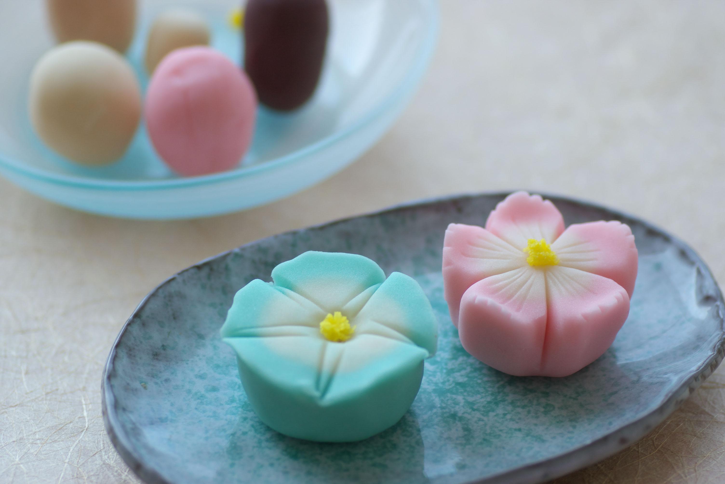 リモートでの和菓子作り体験も行っております。コロナの時でも、ベテランの和菓子職人がご指導させて頂き、和菓子作りを行って頂けます。夏の和菓子キットです。